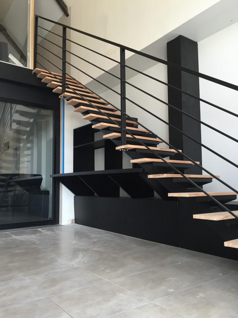 Escalier peint noire