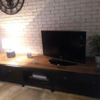 Meuble TV en acier et bois style industriel